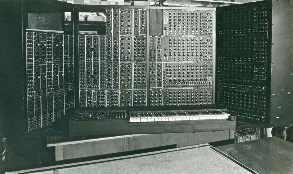 Peter Baumann / Tangerine Dream Projekt Elektronik modular - Gearslutz
